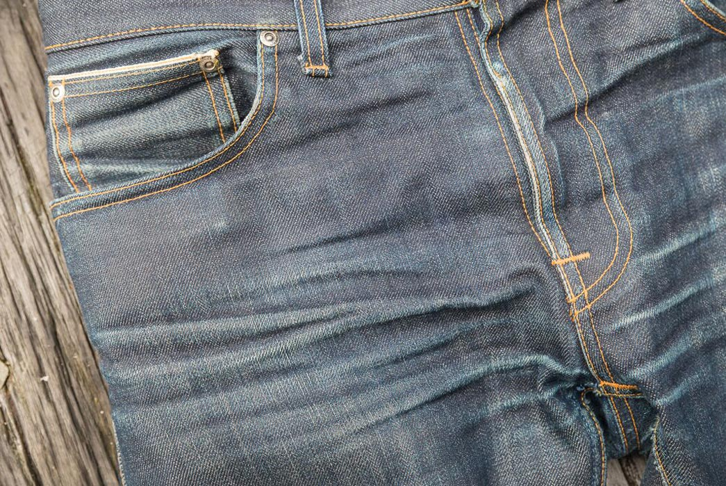 fade-of-the-day-nudie-jeans-thin-finn-dry-selvedge-front-close-up